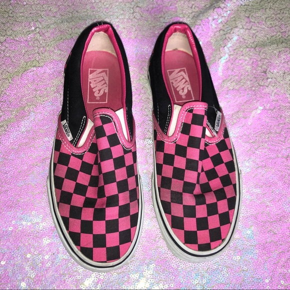 88e1747b35dc Black   pink checkered Vans. M 5bfaf336951996e26d6b05e0